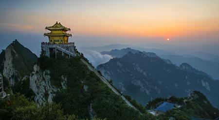 Ngắm cảnh núi Lão Quân